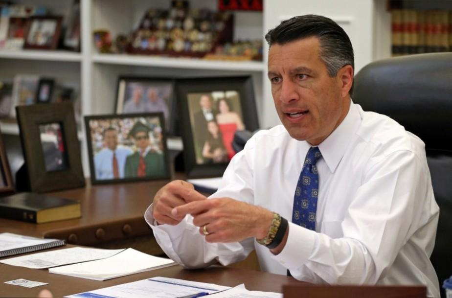 Brian Sandoval a été ministre de la Justice...