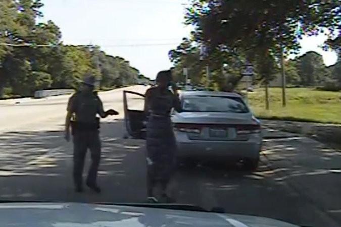 Image tirée d\'une vidéo montrant l\'arrestation de Sandra...