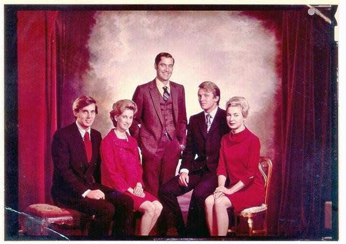 Freddy Trump entouré de ses frères et soeurs,...