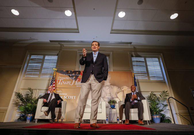Soutenus par deux élus locaux, Ted Cruz a...
