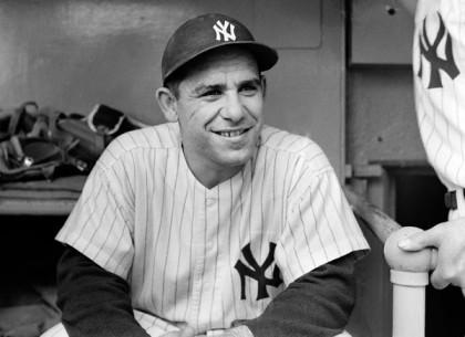 Yogi Berra au Yankee Stadium en 1956. (Photo...