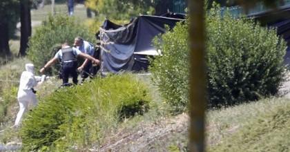 Un corps décapité a été retrouvé à proximité...