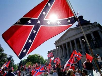 En 2000, des défenseurs du drapeau confédéré manifestaient...