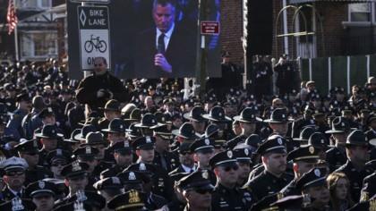 Des policiers de New York et d'ailleurs ont...