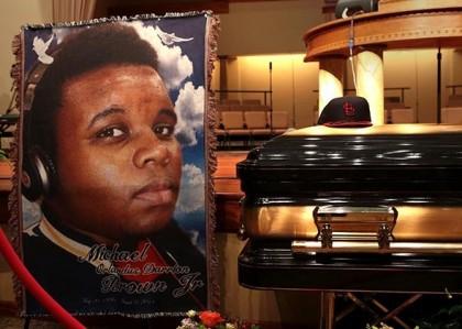 Le cercueil de Michael Brown lors de ses...