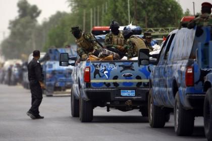 Des soldats de l'armée irakienne quittent Najaf pour...