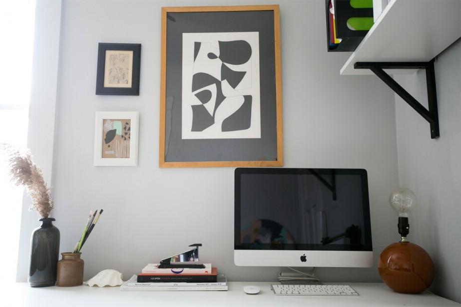 Bureau de choix:Travailleuse autonome, Audrey souhaitait un coin bureau. Elle a rendu celui-ci inspirant grâce à quelques oeuvres graphiques au mur. | 3 mai 2018