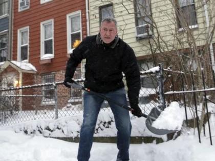 Le nouveau maire de New York Bill de Blasio a déneigé le trottoir devant sa...