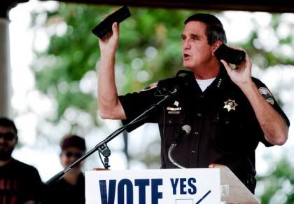 Le shérif John Cooke refuse d'appliquer les nouvelles...