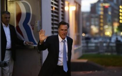 Mitt Romney critique la politique étrangère de Barack...