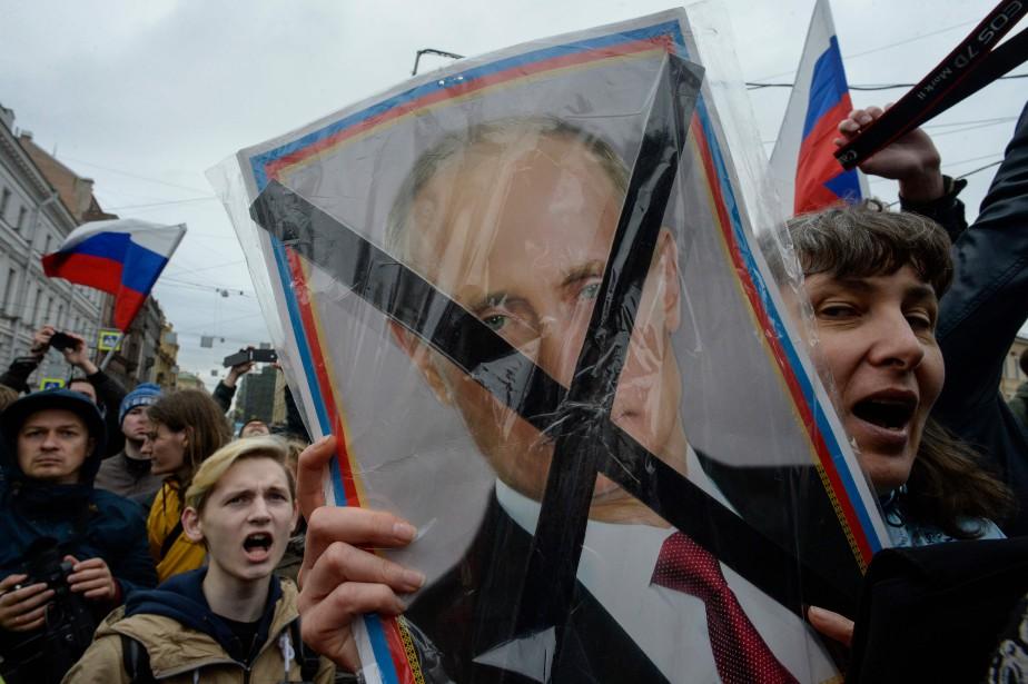 Deux jours avant l'investiture du président Vladimir Poutine pour un quatrième mandat, des ont participé à une manifestation non autorisée à Saint-Pétersbourg, répondant à l'appel du dissident Alexeï Navalny. (AFP)