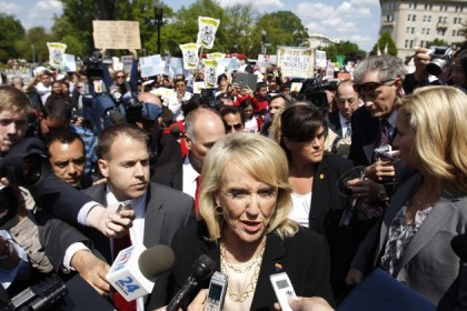 La gouverneure d\'Arizona jan Brewer a assisté à...