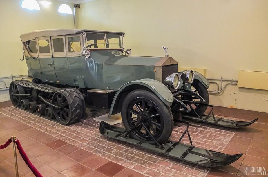 La Rolls-Royce du Tsar avait été modifiée pour en faire une chenillette capable de se déplacer au fin fond de la campagne russe. (Photo Wikipédia)