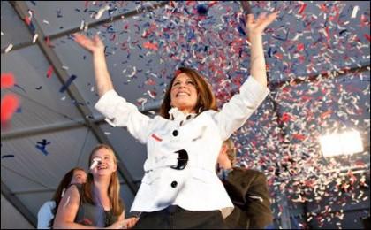 Michele Bachmann célèbre sa victoire après le scrutin...