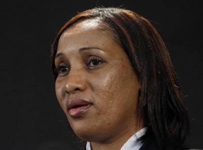Nafissatou Diallo s\'est adressée brièvement à des dizaines...