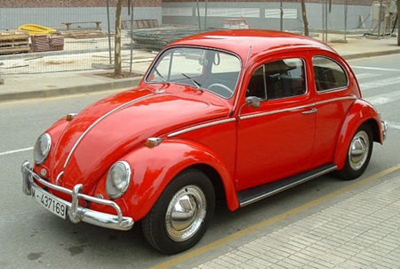 La voiture qui a marqué son enfance - La vieille Beetle rouge 1975 de son père.   7 mai 2018