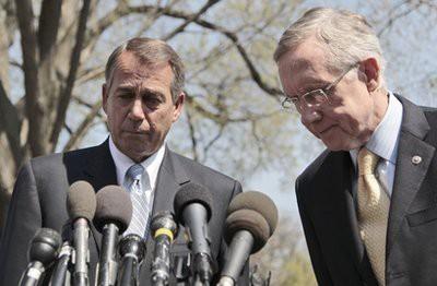 John Boehner et Harry Reid après la première...