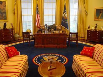 De New York, Bernard-Henri Lévy imagine Hillary Clinton dans le bureau oral,...