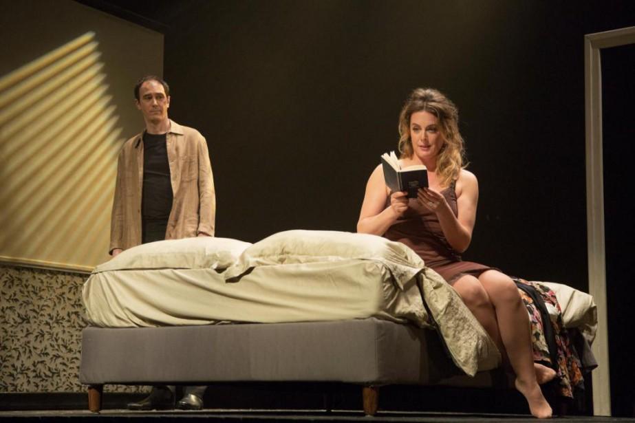 Steve Laplante et Julie Le Breton dansTrahison... (Photo David Ospina, fournie par le Rideau Vert)