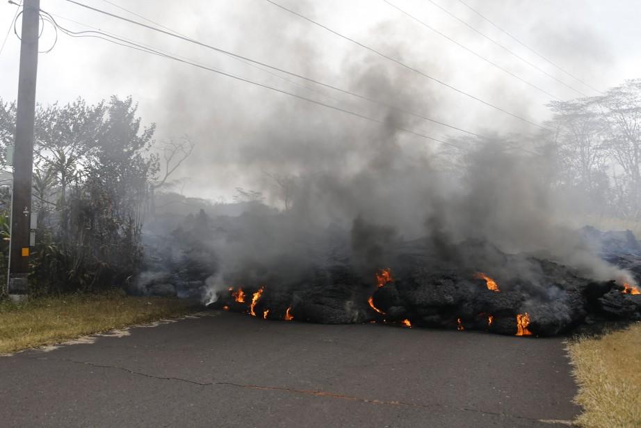 Une quarantaine de bâtiments ont été détruits par... (Photo Marco Garcia, Associated Press)