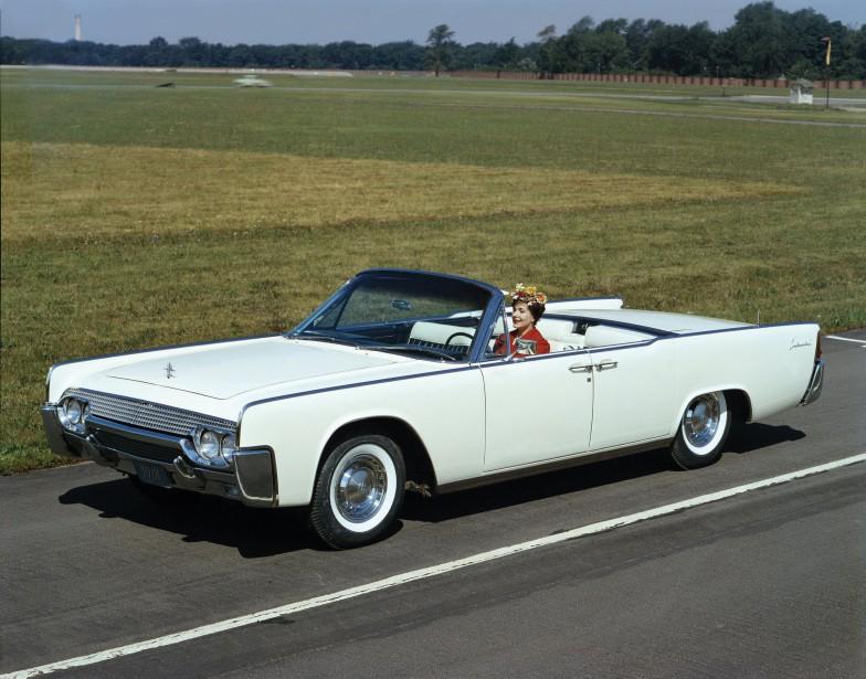 La voiture qui a marqué son enfance -  La Lincoln Continental, parce qu'elle représentait le symbole du succès dans les films et à Montréal.   22 mai 2018