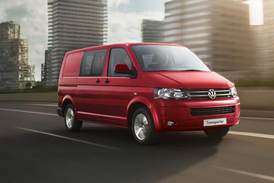 Un minibus Volkswagen Transporter....
