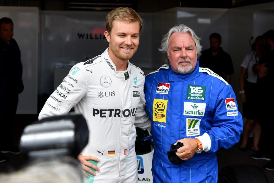 Un peu de nostalgie : le duo père-fils fait du Finlandais Keijo Erik «Keke» Rosberg (à d.) et de l'Allemand Nico Rosberg pose avant de prendre chacun son volant sur le circuit du GP de Monaco. Tous deux ont été champions du monde.   24 mai 2018