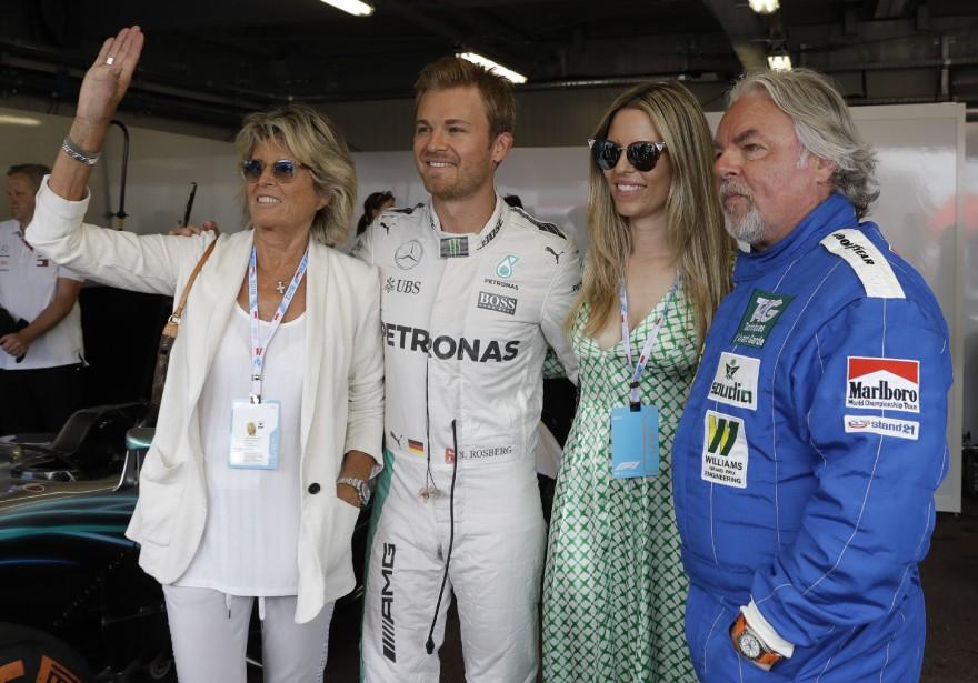 À partir de la droite, l'ancien pilote Keke Rosberg, sa belle-fille Vivian Sibold, son fils Nico Rosberg et son ex-épouse Sina Rosberg.   24 mai 2018
