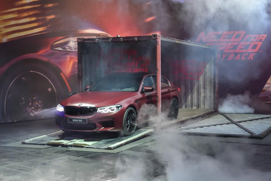 Les constructeurs tentent de faire leur marque hors du circuit traditionnel des salons automobiles. L'automne dernier, BMW a dévoilé la M5 au GamesCom de Cologne, en Allemagne. C'est une berline plein format particulièrement performante. La voiture a ensuite été «essayée» en exclusivité par les férus de jeux de course automobile, puisqu'elle a été présentée au reste de la planète à travers le jeuNeed For Speed Payback, au courant de l'automne.  | 25 mai 2018