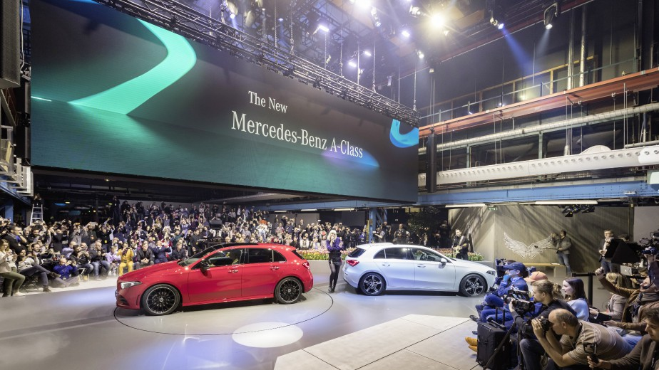 Mercedes-Benz presenting the new A-Class at Kromhouthal in the city of Amsterdam.Dr. Dieter Zetsche, Chairman of the Board of Management of Daimler AG and Head of Mercedes-Benz Cars.;Fuel consumption, combined: 5.8 – 4.1 l/100 km, CO2 emissions, combined: 133 – 108 g/km*. Photo fournie par Daimler | 25 mai 2018