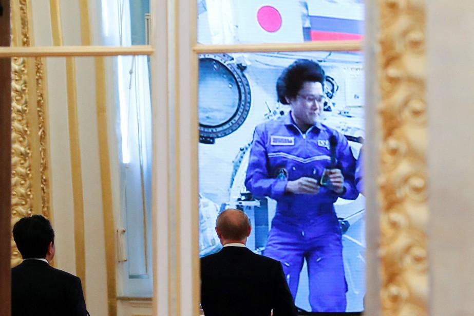 Le président russe Vladimir Poutine et le premier... (PHOTO GRIGORY DUKOR, REUTERS)