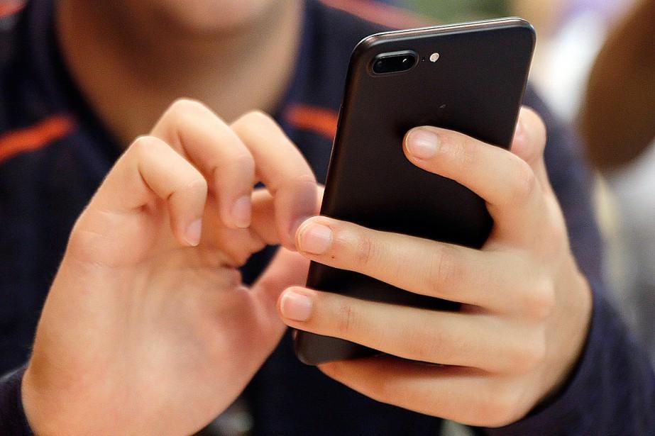 Nos téléphones et nos applications sont conçus pour... (PHOTO ARCHIVES ASSOCIATED PRESS)