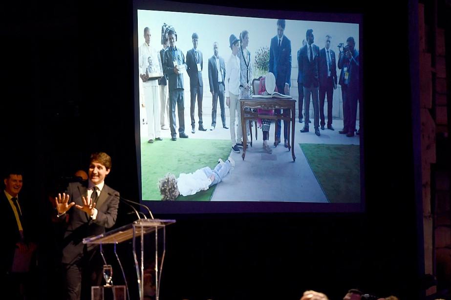Justin Trudeau a montré quelques photos de son... (PHOTO JUSTIN TANG, LA PRESSE CANADIENNE)