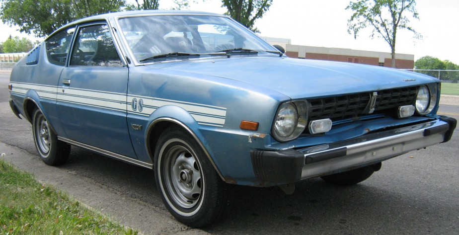 Sa première voiture -  Une Dodge Arrow 1979 à boîte manuelle, même s'il ne savait pas conduire manuel. | 28 mai 2018
