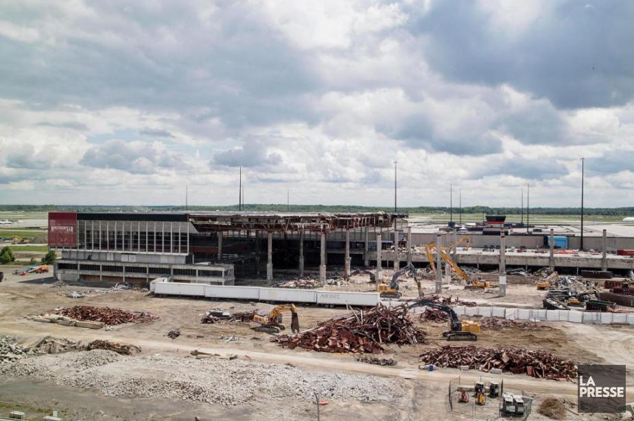 Avec la démolition de l'aérogare en 2016, Aéroports... (Photo Alain Roberge, Archives La Presse)