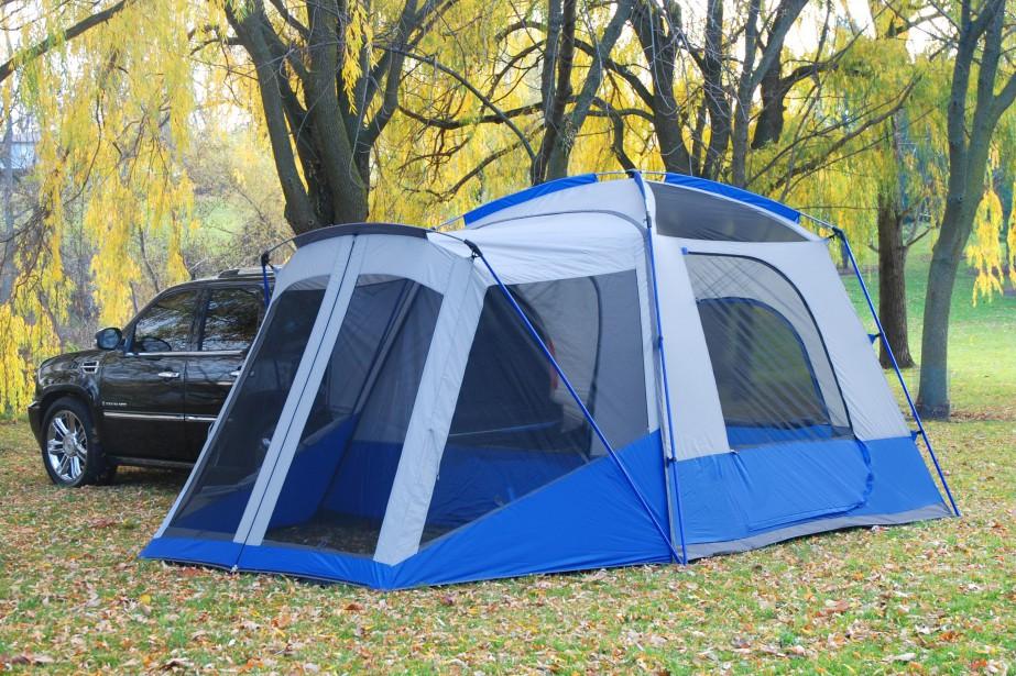 Les tentes de Napier Outdoors sont conçues de manière à s'accrocher au hayon de tout véhicule, de la fourgonnette au VUS à la familiale ou même la compacte à cinq portes. | 30 mai 2018