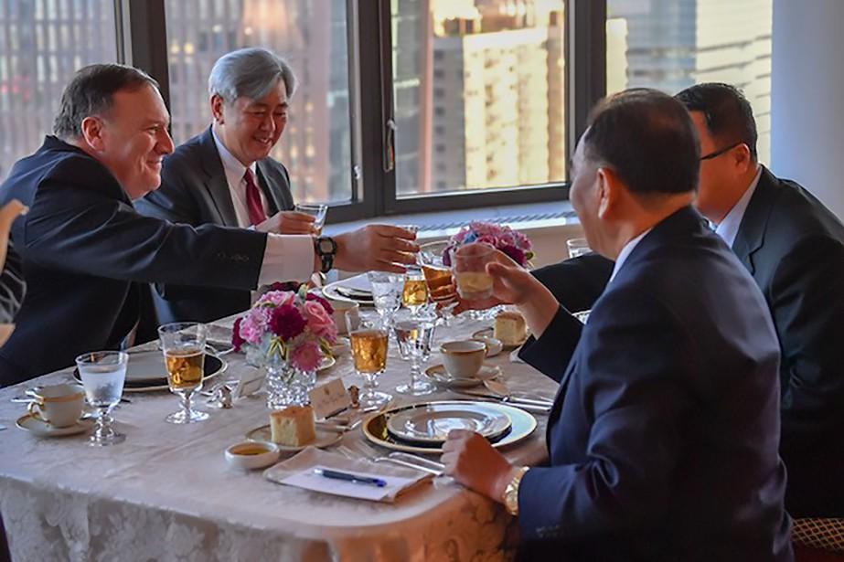 Le secrétaire d'État américain Mike Pompeo(à gauche) a... (PHOTO AFP)