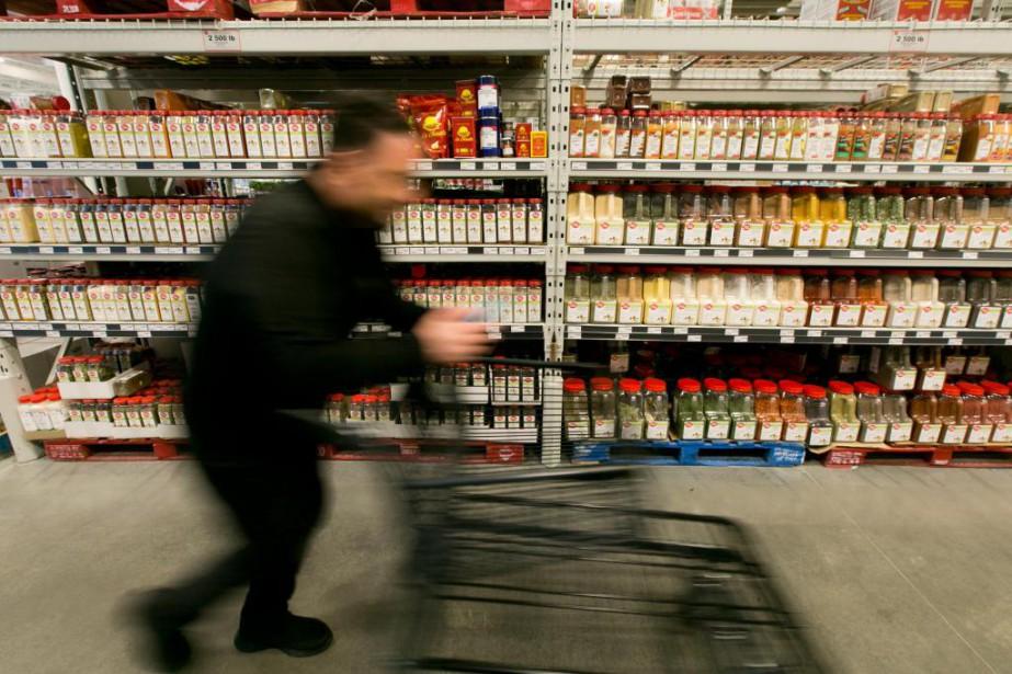 Faire son épicerie chez un grossiste en alimentation... (PHOTO FRANÇOIS ROY, LA PRESSE)