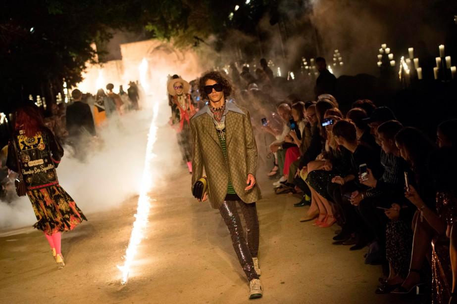 Théâtral, le défilé du directeur artistique Alessandro Michele,... (Photo AFP)