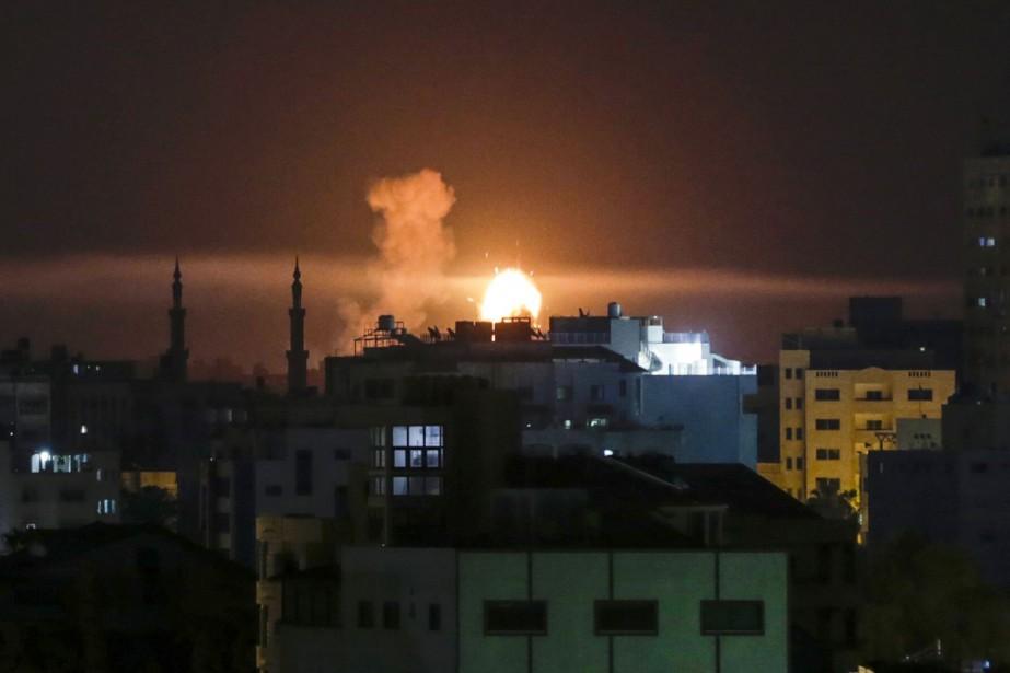 Ces frappes aériennes constituaient une réplique à des... (PHOTO Mahmud Hams, AFP)