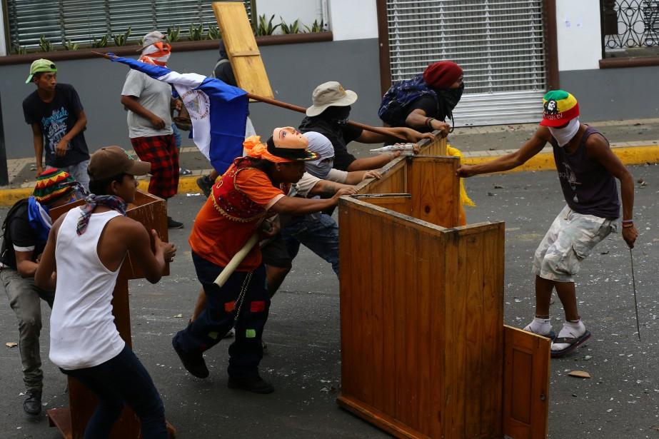 Samedi, les violences à Masaya ont commencé dès... (PHOTO Oswaldo Rivas, REUTERS)