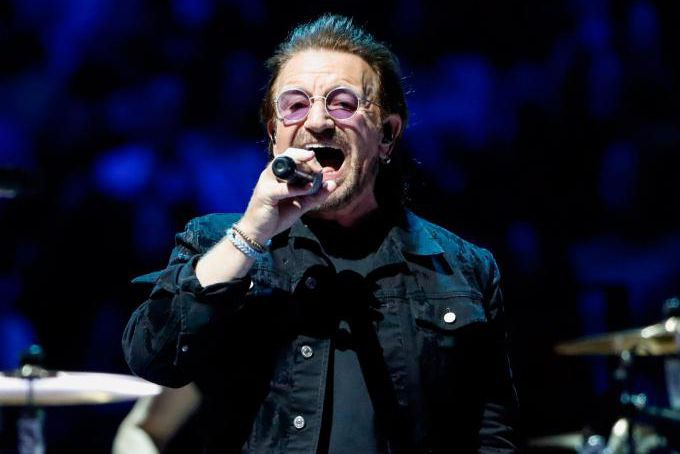 Bono du groupe U2... (Photo Kamil Krzaczynski, Agence France-Presse)