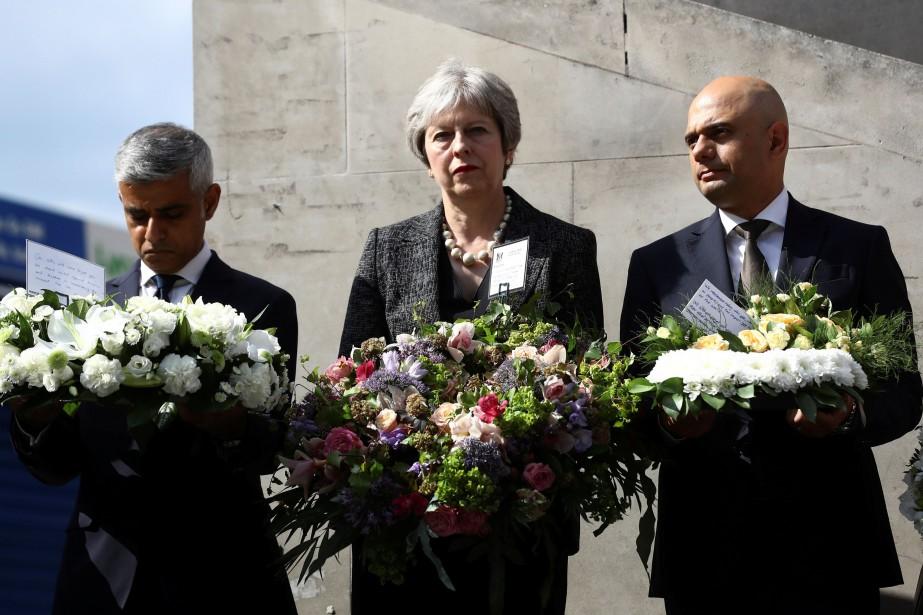 Le maire de LondresSadiq Khan, la première ministreTheresa... (PHOTO REUTERS)