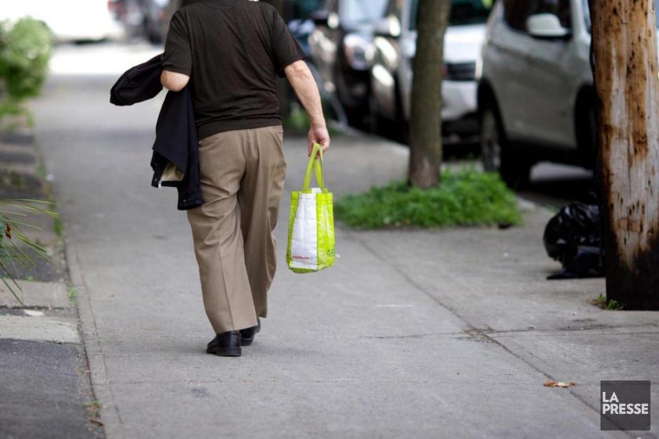 Bien souvent, les sacs réutilisables que nous utilisons... (PHOTO SARAH MONGEAU-BIRKETT, ARCHIVES LA PRESSE)