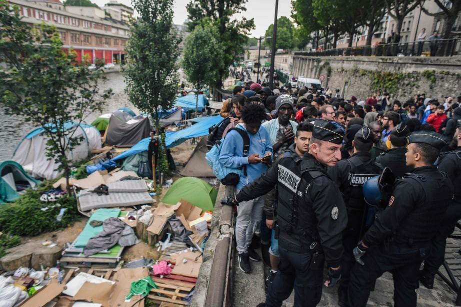 L'opération s'est déroulée près du Canal Saint-Martin à... (AFP)