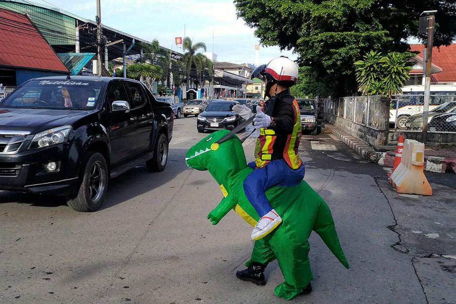 Le sergent Tanit Bussabong compte aujourd'hui une vingtaine... (Stephen J. BOITANO, AFP)