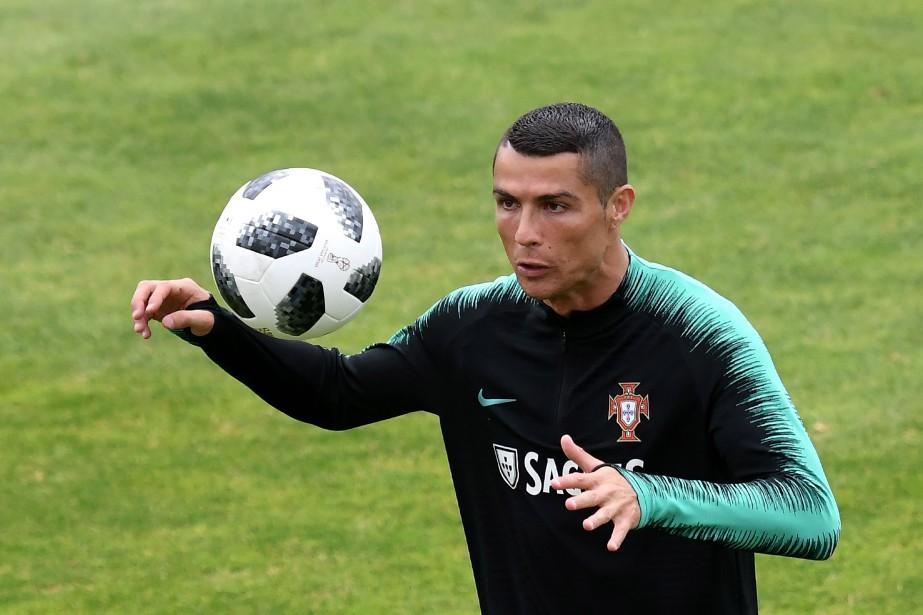 Cristiano Ronaldo, qui a rejoint l'équipe nationale plus... (PHOTO AFP)