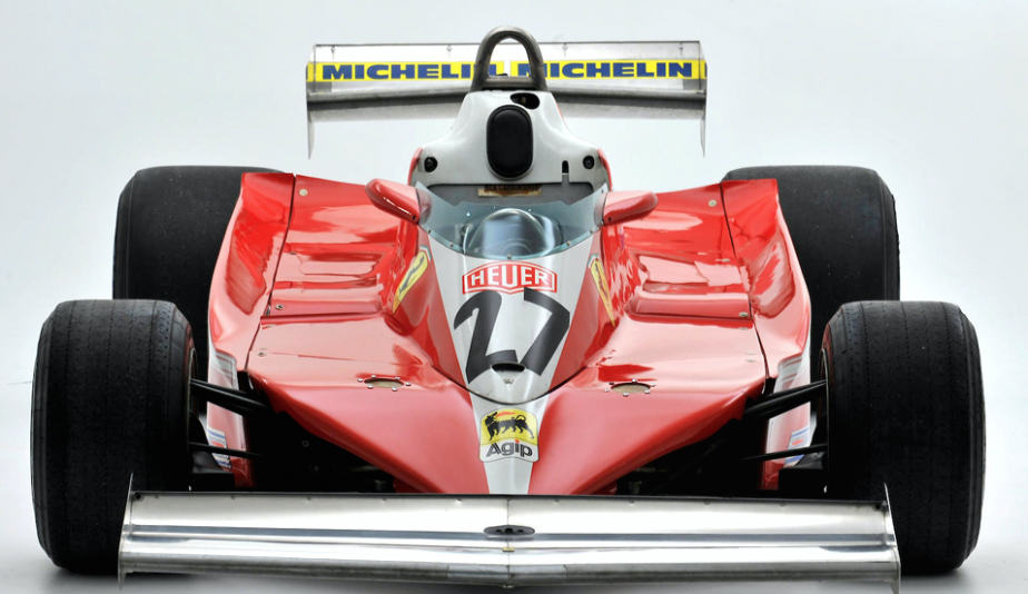 Ferrari 312 T3 -  AÉRODYNAMISME - Ailerons avant et arrière, utilisation du dessous de la voiture et de «jupes» latérales pour créer un «effet de sol».Les balbutiements de l'effet permettaient d'augmenter l'adhérence en courbe, mais le système n'était pas parfait, et les réactions des voitures étaient souvent imprévisibles. | 5 juin 2018