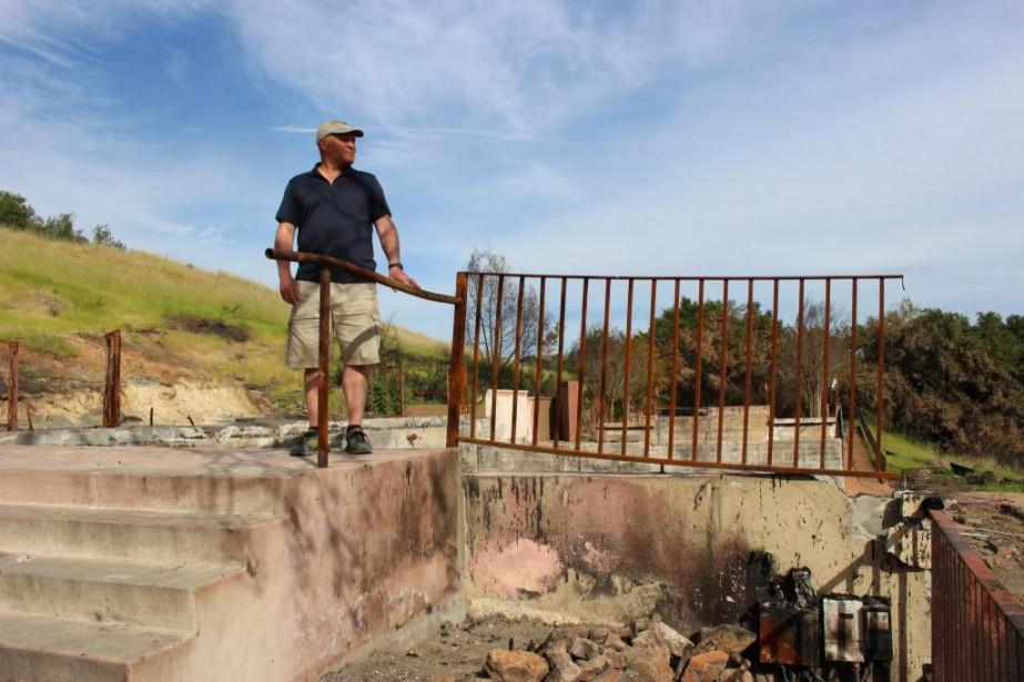 Rene Byck se tient sur les ruines des... (PhotoKaryne Duplessis Piché, La Presse)