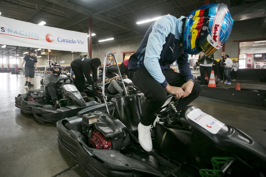 Lance Stroll s'installe dans son kart. | 6 juin 2018